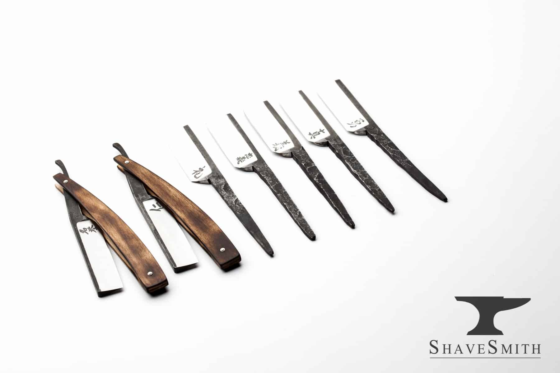 Only two materials are featured in this set: steel, maple. 